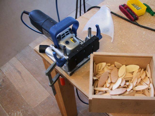 Workshop houtverbindingen vereisen precies werken. Leuke uitdaging!