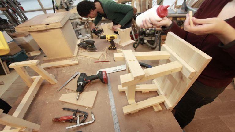 Kletsbank Meubelmaken workshop zelf meubels maken - je leert het van de experts van klusuniversiteit BeQwaam.