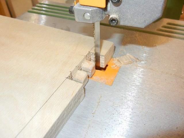 Cursus zaagtechniek - u leert meubelmaken op de cirkelzaag, lintzaag en afkortzaagmachine.