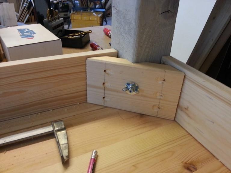 Workshop houten tafel maken leer zelf een tafel maken for Zelf meubels maken van hout