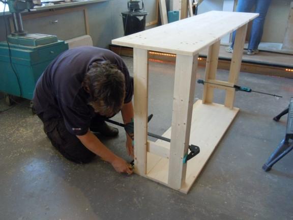 Maak in een dubbeldag uw eigen meubelstuk met het machinepark van BeQwaam.