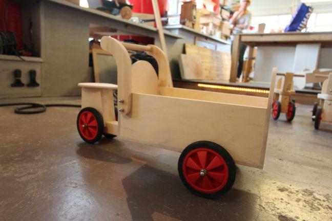 Houten kinderspeelgoed maken bij BeQwaam Baarn